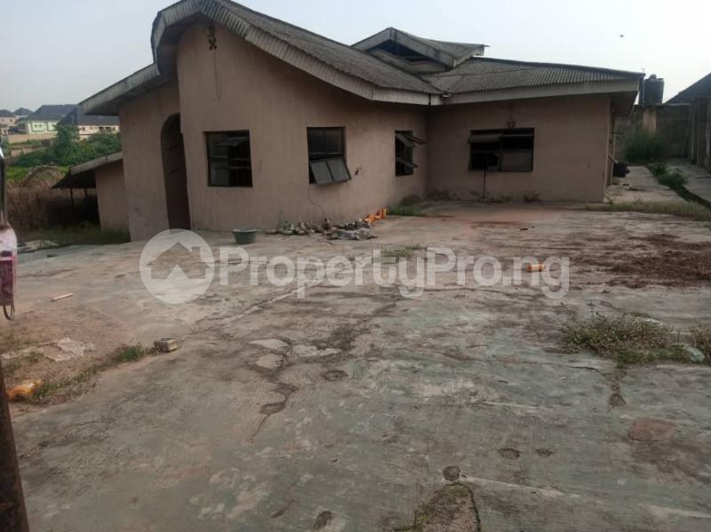5 bedroom Semi Detached Bungalow House for sale 22,yomi Oshikoya Street Sholebo Estate Ebute Ikorodu Lagos - 9
