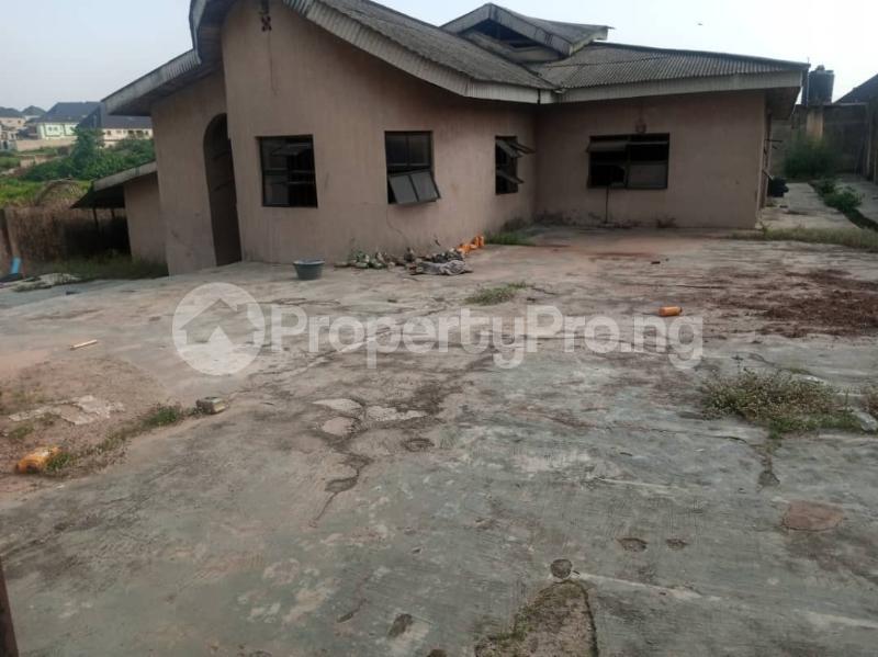 5 bedroom Semi Detached Bungalow House for sale 22,yomi Oshikoya Street Sholebo Estate Ebute Ikorodu Lagos - 3