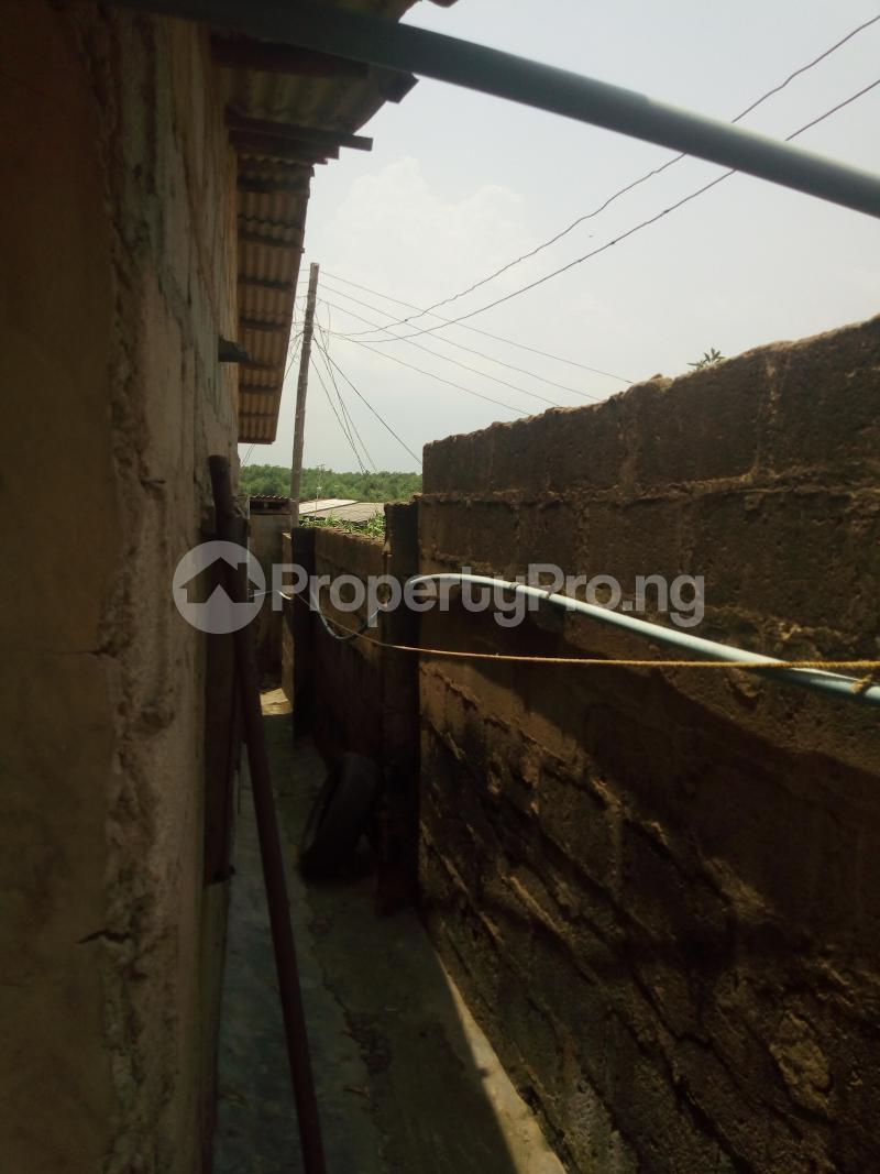 5 bedroom Blocks of Flats House for sale Dagbolu off Idi-Iroko B/stop, Ikorodu, Lagos Ikorodu Ikorodu Lagos - 0