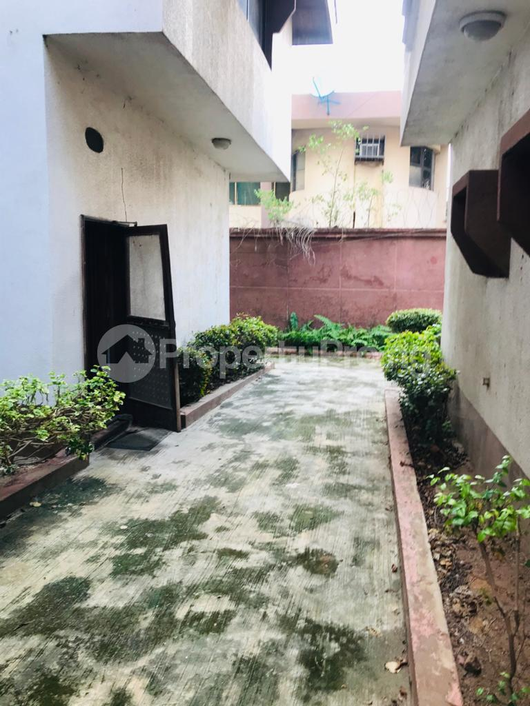 6 bedroom House for sale Ajao Estate Isolo Lagos - 0