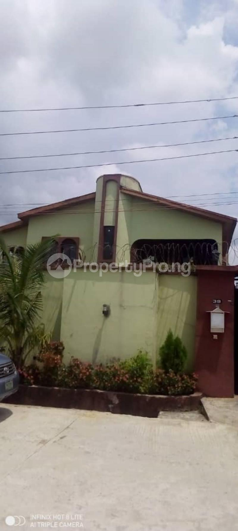 6 bedroom Terraced Duplex for sale Estate Medina Gbagada Lagos - 1