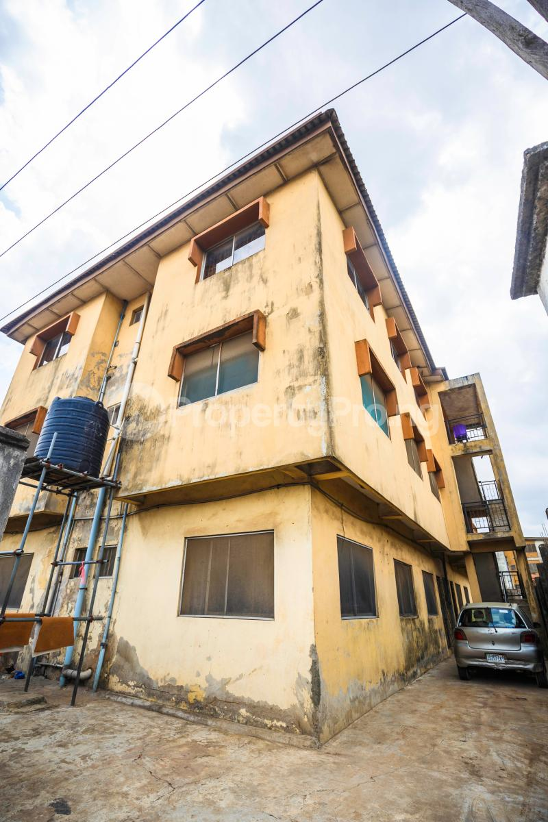 3 bedroom Flat / Apartment for sale Sebanjo street Papa Ajao Mushin Lagos Mushin Mushin Lagos - 3