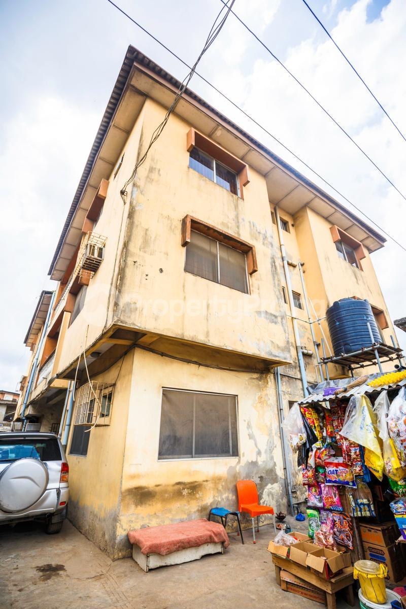 3 bedroom Flat / Apartment for sale Sebanjo street Papa Ajao Mushin Lagos Mushin Mushin Lagos - 2