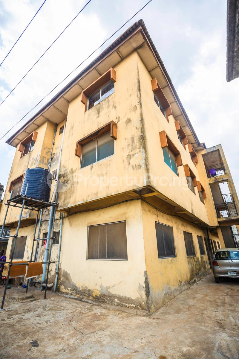 3 bedroom Flat / Apartment for sale Sebanjo street Papa Ajao Mushin Lagos Mushin Mushin Lagos - 0