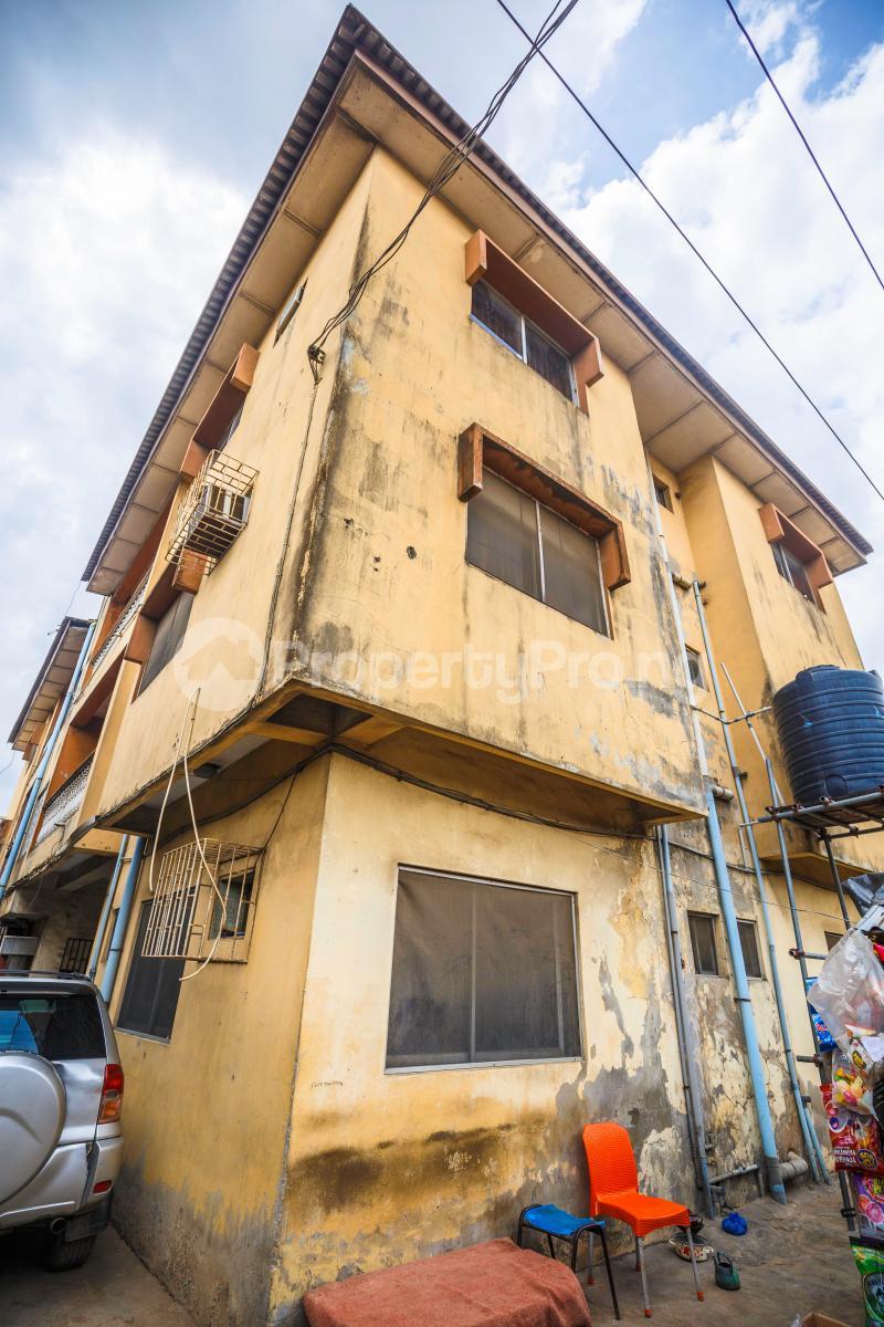 3 bedroom Flat / Apartment for sale Sebanjo street Papa Ajao Mushin Lagos Mushin Mushin Lagos - 1