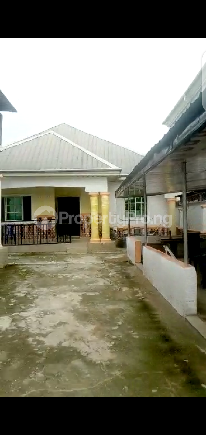 8 bedroom Detached Bungalow House for sale Abba Father Street, Off Owerri, Imo State. Owerri Imo - 3