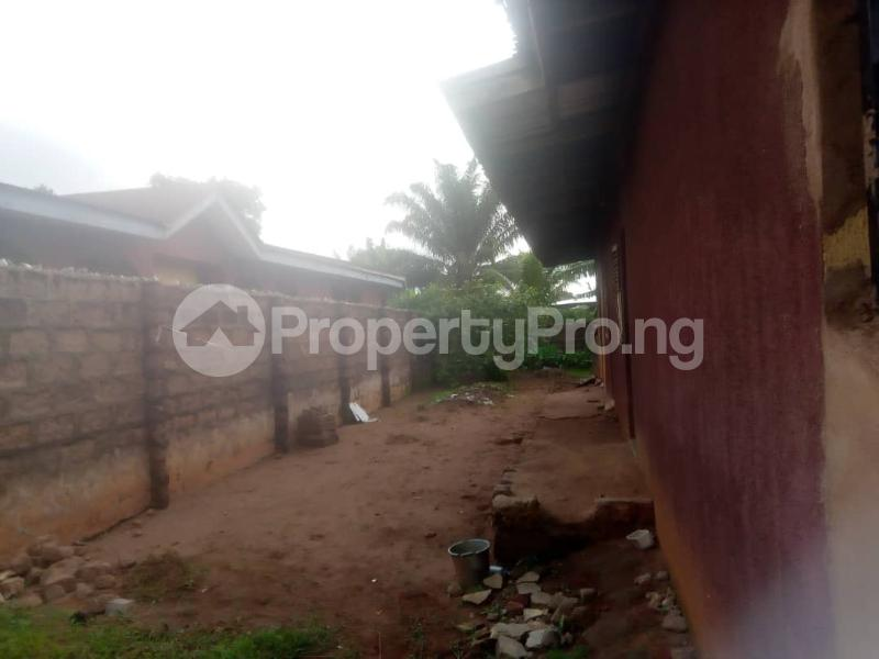 8 bedroom Detached Bungalow House for sale Close to teachers house, Ogida barrack, siloku road Egor Edo - 4