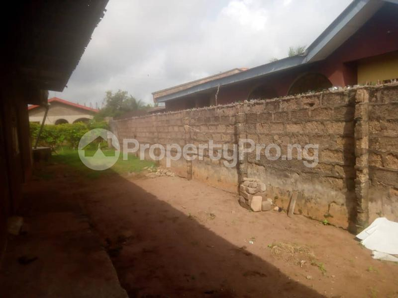 8 bedroom Detached Bungalow House for sale Close to teachers house, Ogida barrack, siloku road Egor Edo - 7