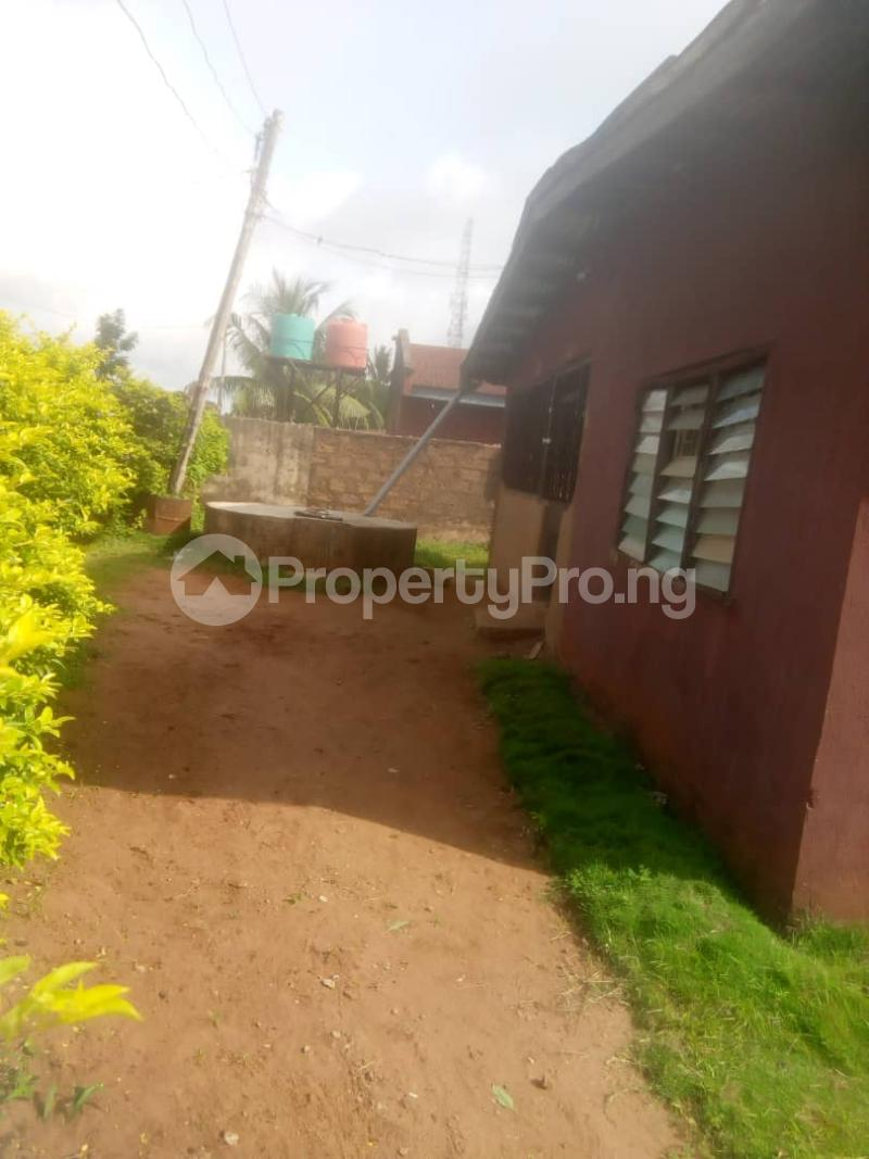 8 bedroom Detached Bungalow House for sale Close to teachers house, Ogida barrack, siloku road Egor Edo - 1