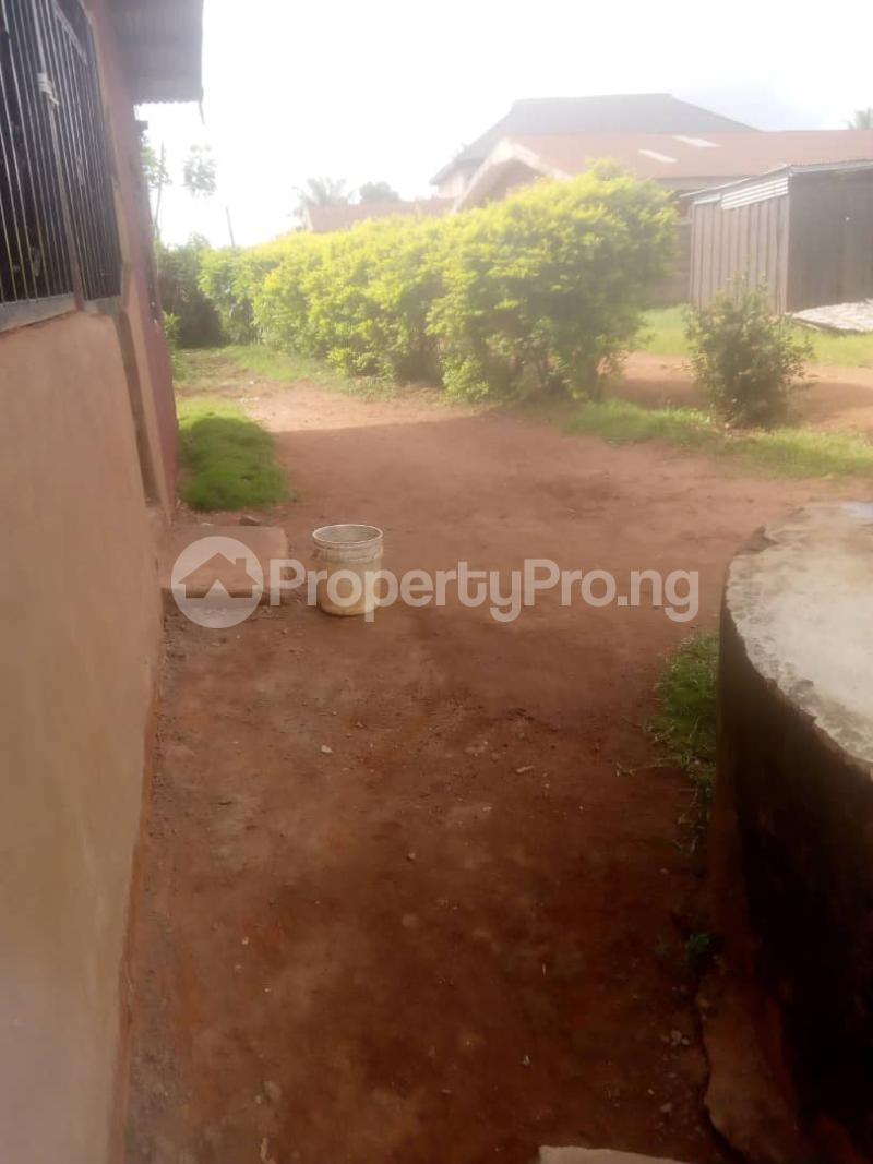 8 bedroom Detached Bungalow House for sale Close to teachers house, Ogida barrack, siloku road Egor Edo - 6