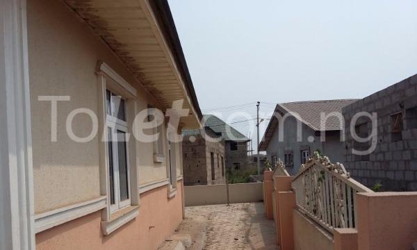 3 bedroom Detached Bungalow for sale Simawa/ Mowe Obafemi Owode Ogun - 5