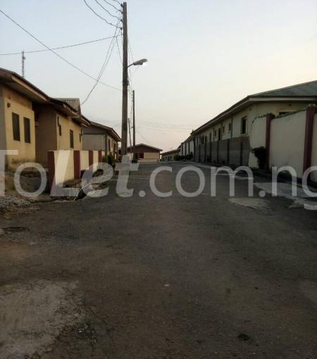 3 bedroom Detached Bungalow for sale Happy People Estate Off Lagos Ibadan Expressway; Magboro Obafemi Owode Ogun - 4