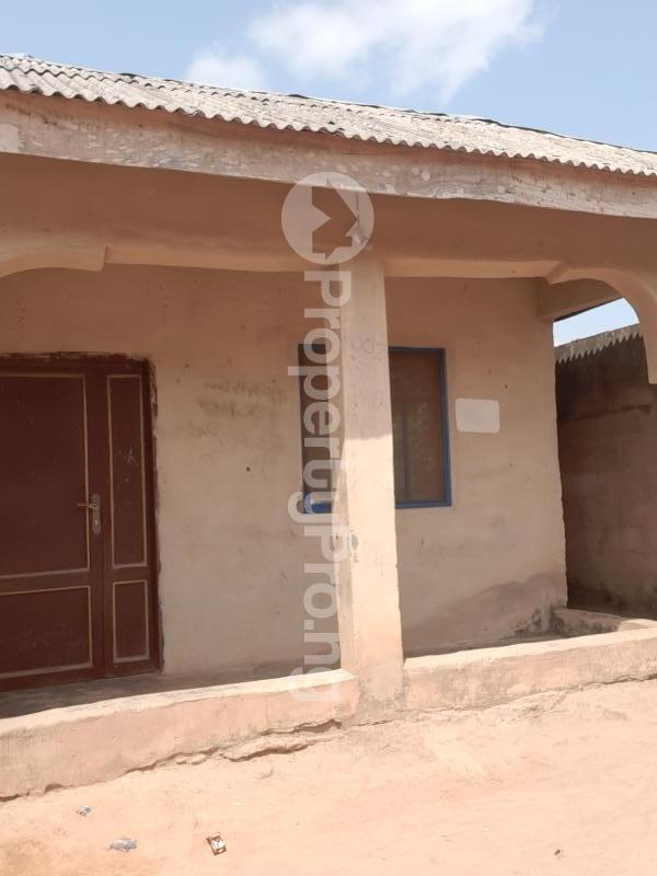8 bedroom Terraced Bungalow House for sale 8 rooms on a half plot of land at ijoko abule nice environment secure area for sale  Agbado Ifo Ogun - 2