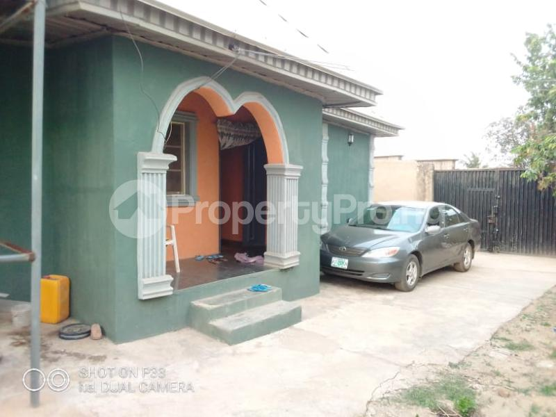3 bedroom Detached Bungalow for sale Iyana Agbala New Ife Ibadan Expressway Iwo Rd Ibadan Oyo - 3