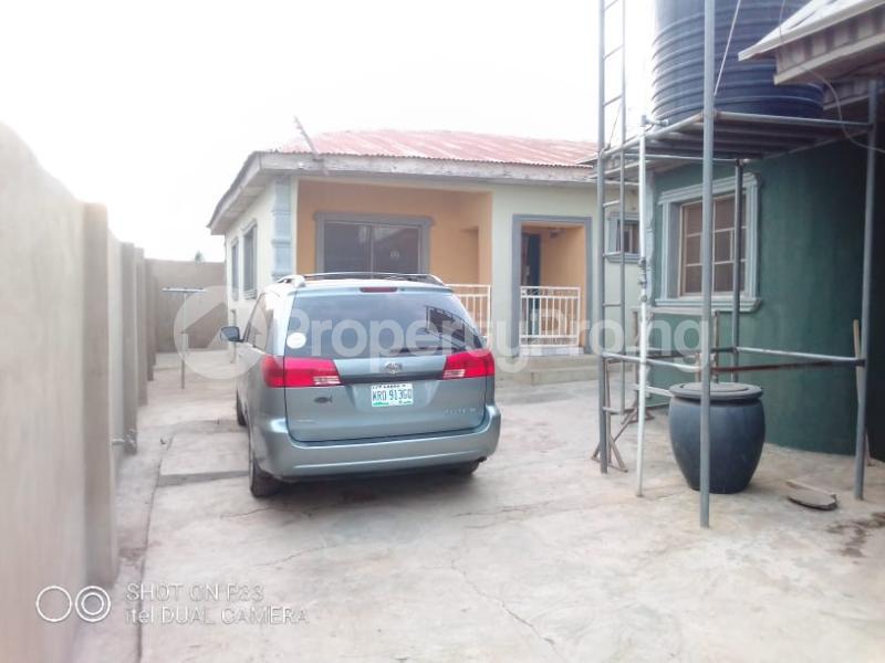 3 bedroom Detached Bungalow for sale Iyana Agbala New Ife Ibadan Expressway Iwo Rd Ibadan Oyo - 5