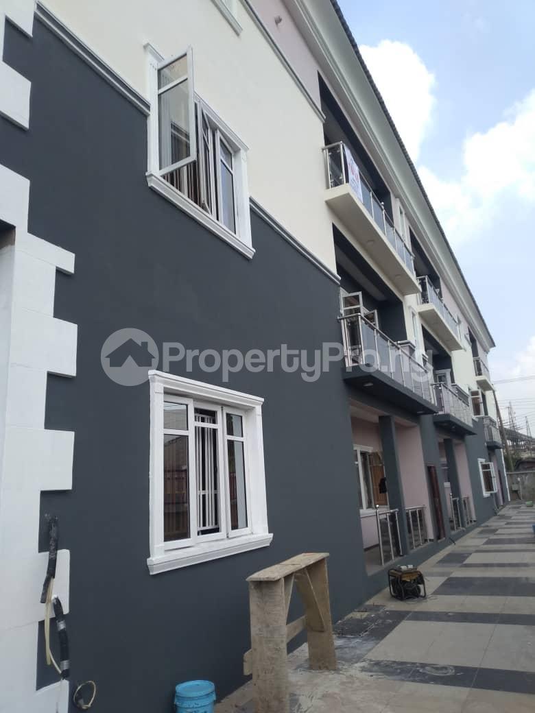 3 bedroom Blocks of Flats House for rent Atunrase Medina Gbagada Lagos - 1