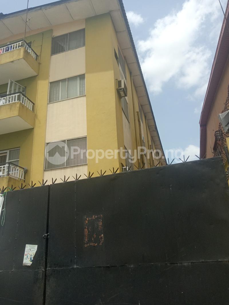 3 bedroom Flat / Apartment for rent Off Folagoro Morocco road Yaba Fola Agoro Yaba Lagos - 0