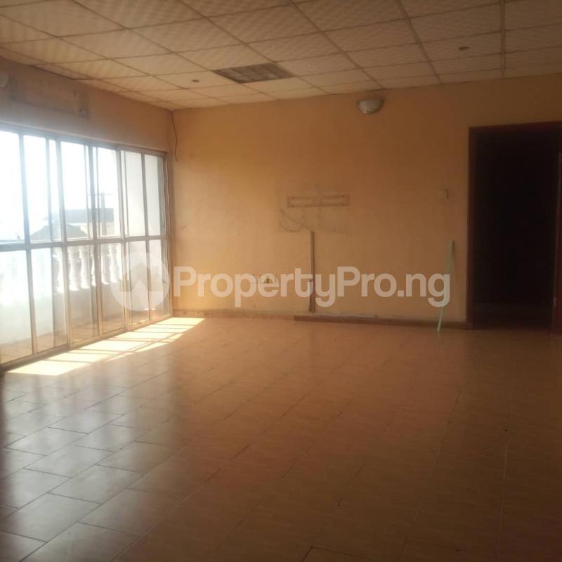 3 bedroom Blocks of Flats House for rent Makoko road,yaba Adekunle Yaba Lagos - 7