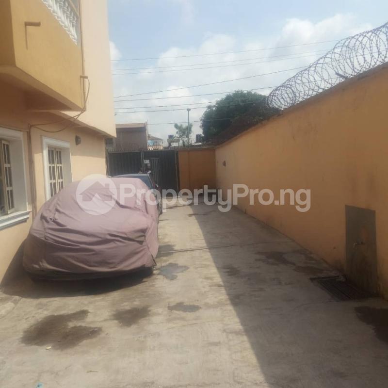3 bedroom Blocks of Flats House for rent Makoko road,yaba Adekunle Yaba Lagos - 5