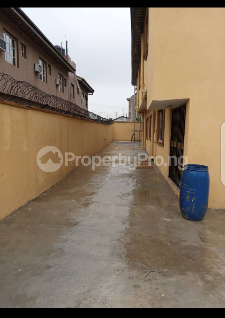 1 bedroom mini flat  Blocks of Flats House for rent Akilo ogba wempco road Wempco road Ogba Lagos - 4