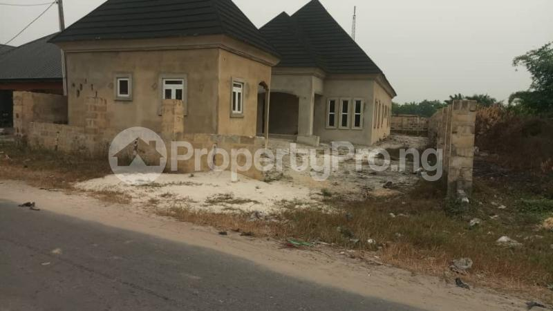 4 bedroom Detached Bungalow House for sale agbarho  express RD after police station  Warri Delta - 2