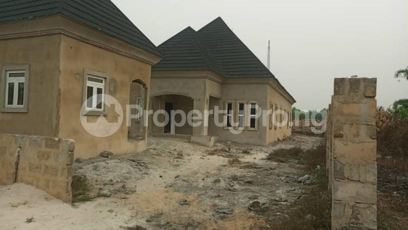 4 bedroom Detached Bungalow House for sale agbarho  express RD after police station  Warri Delta - 1
