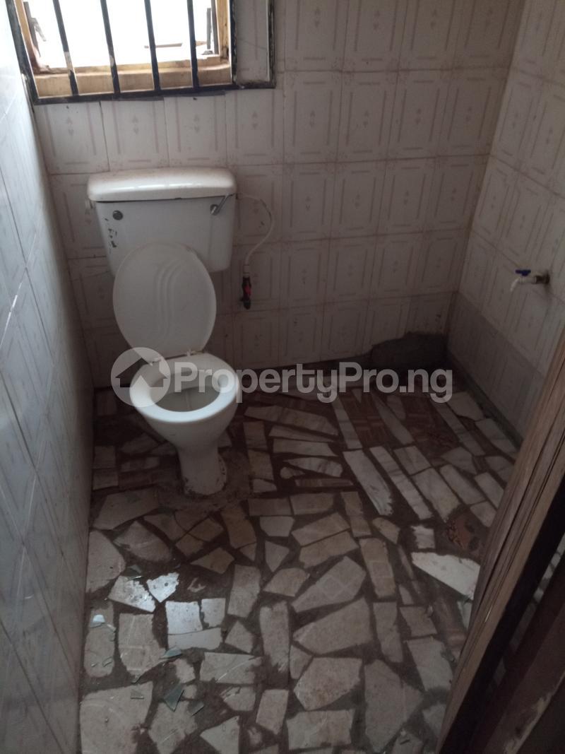 Self Contain for rent Yellow House, Unity Quarters Elesare Akure Ondo - 1