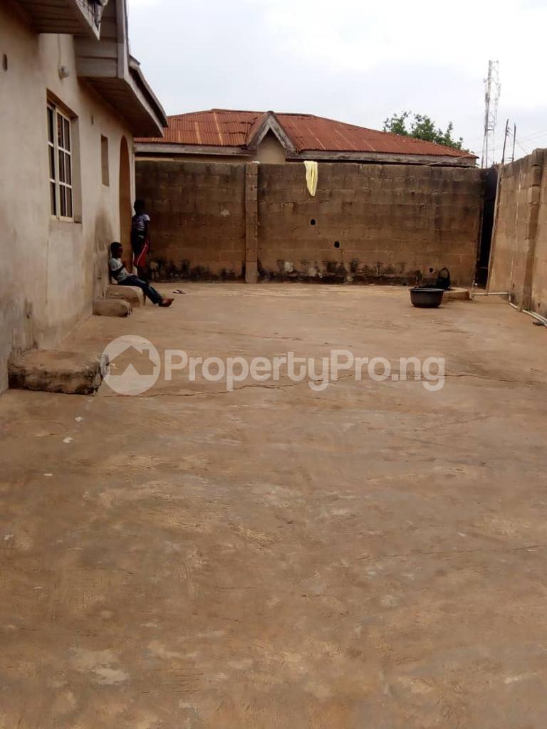 2 bedroom Detached Bungalow House for sale Kasumu zone C off tipper garage Akala express Ibadan Oluyole Estate Ibadan Oyo - 3