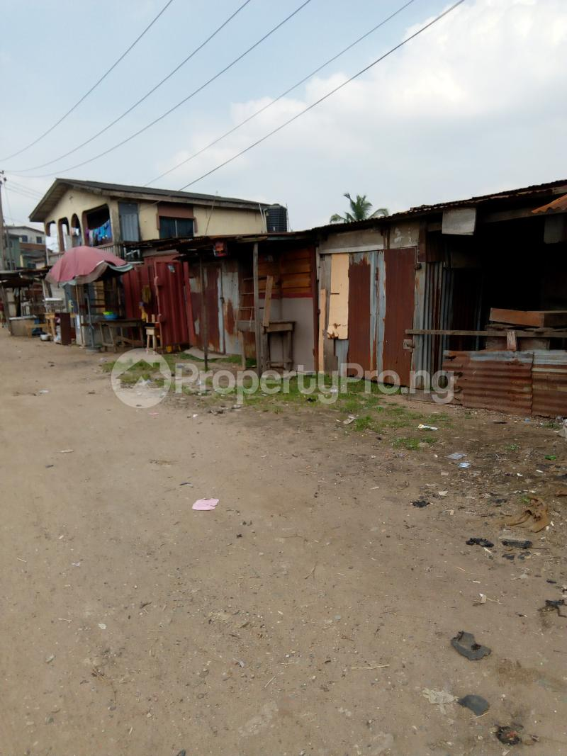 3 bedroom Blocks of Flats House for sale Oluajisegbede  street off apata street  Shomolu Shomolu Lagos - 2