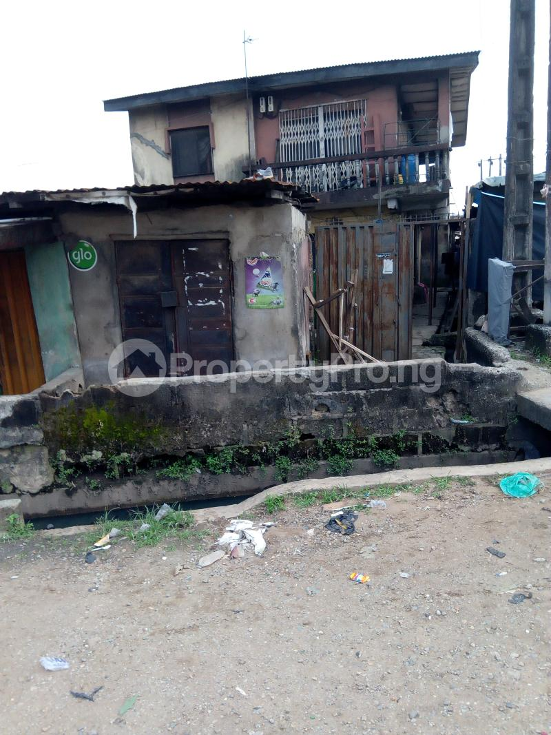 3 bedroom Blocks of Flats House for sale Oluajisegbede  street off apata street  Shomolu Shomolu Lagos - 0