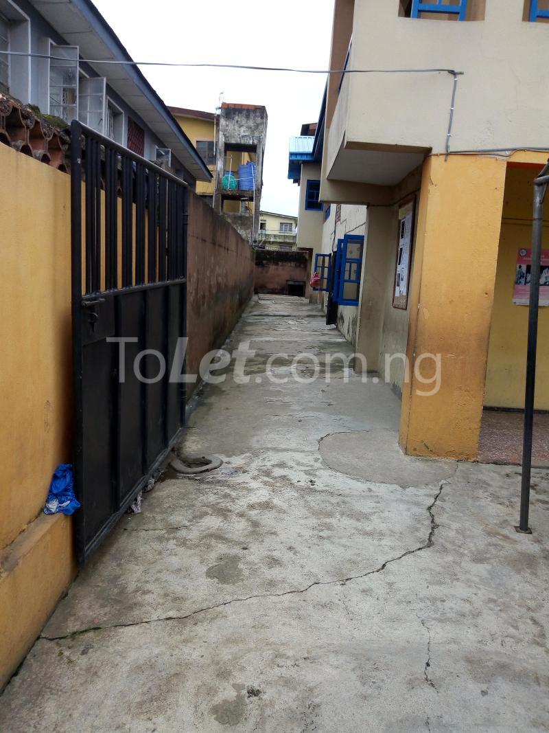 2 bedroom Commercial Property for sale sadiku street Ilasamaja Mushin Lagos - 3