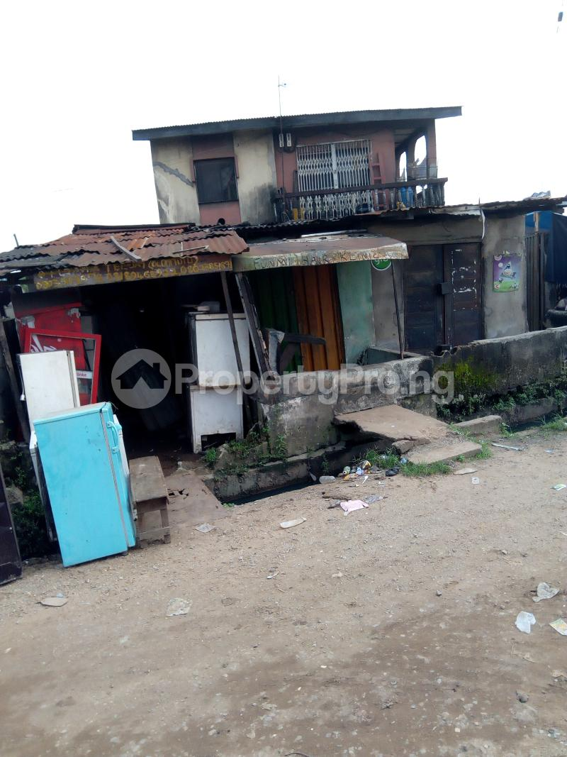 3 bedroom Blocks of Flats House for sale Oluajisegbede  street off apata street  Shomolu Shomolu Lagos - 4