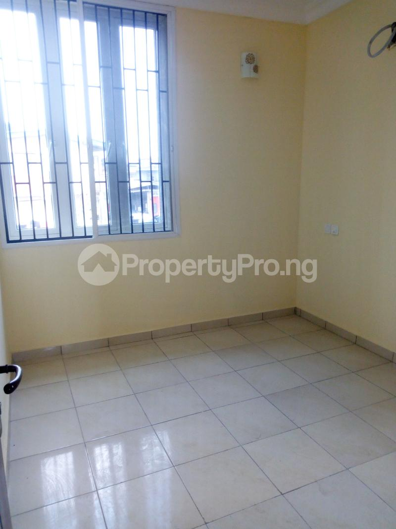 2 bedroom Flat / Apartment for rent Pedro road  (famous bus stop axis ) Palmgroove Shomolu Lagos - 1