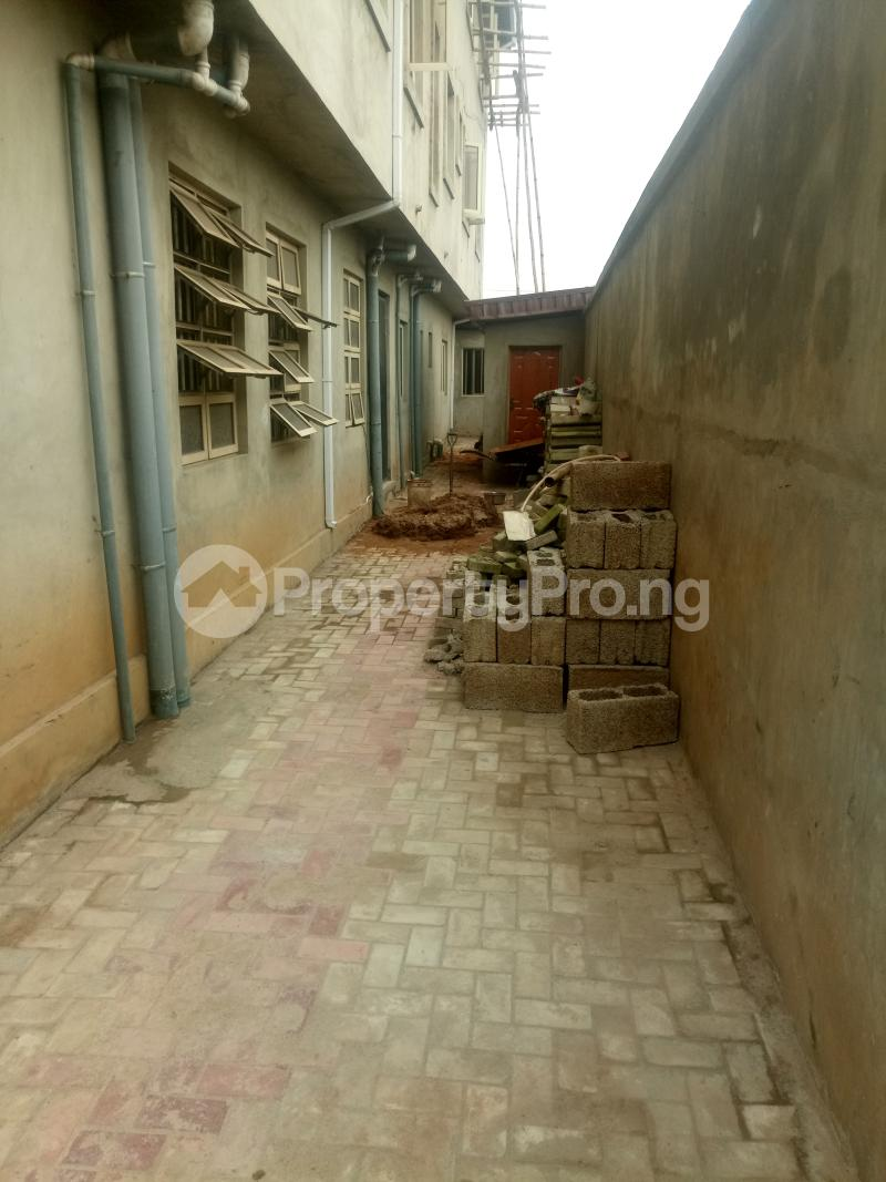 3 bedroom Blocks of Flats House for rent off Ishaga road Ojuelegba Surulere Lagos - 16