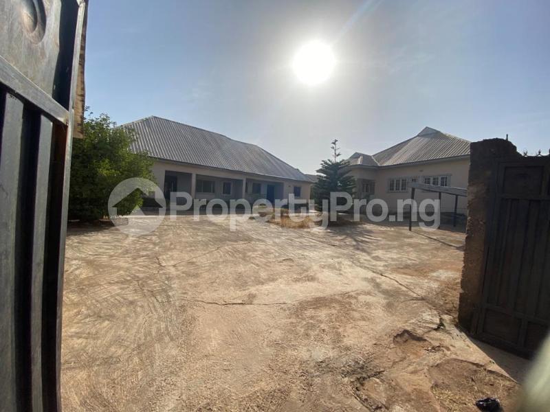 8 bedroom Detached Bungalow for sale Rantya Gyel, After Mining Quarters Jos South Plateau - 0