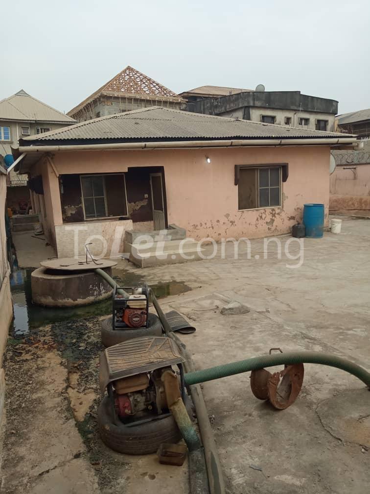 3 bedroom Flat / Apartment for sale No.4 Osemeka street. Osemeka gate, Orile.  Alhaja Ajiboluwa's house Orile Lagos - 1