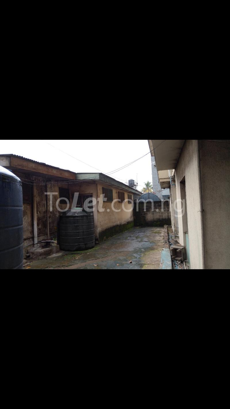 3 bedroom House for sale In Between GTBANK & EcoBank. Airport Road Oshodi Lagos - 6