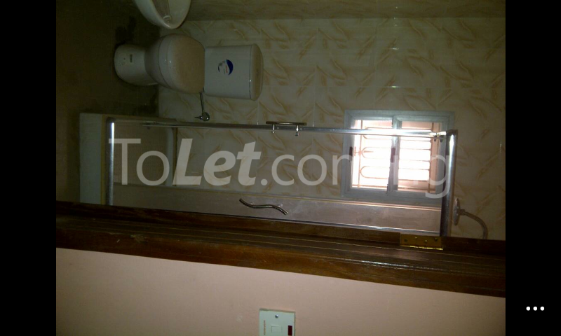 3 bedroom Flat / Apartment for rent Gowon/gemade Estate Egbeda Alimosho Lagos - 4