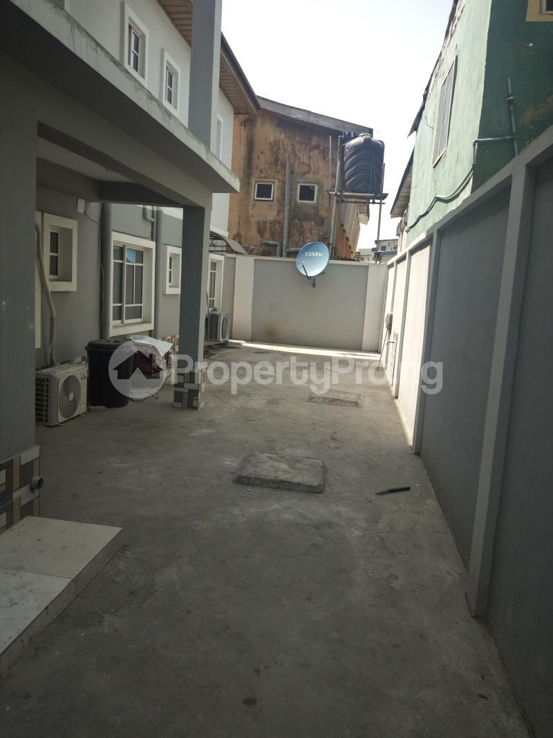 3 bedroom Flat / Apartment for rent DOWN  OLUFEMI BY OGUNLAUNA DRIVE , SURULERE Ogunlana Surulere Lagos - 5