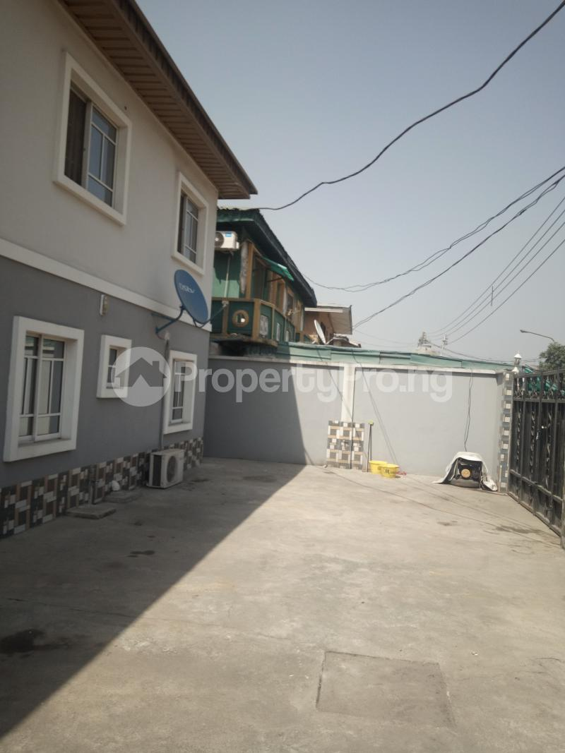 3 bedroom Flat / Apartment for rent DOWN  OLUFEMI BY OGUNLAUNA DRIVE , SURULERE Ogunlana Surulere Lagos - 3