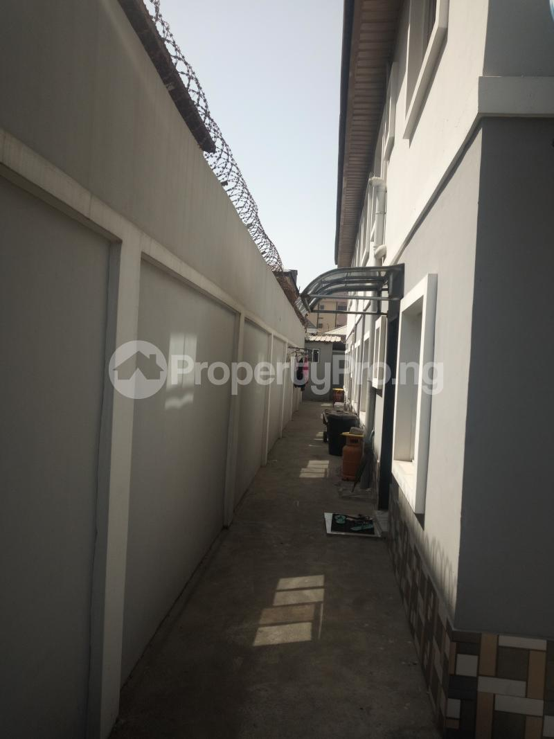 3 bedroom Flat / Apartment for rent DOWN  OLUFEMI BY OGUNLAUNA DRIVE , SURULERE Ogunlana Surulere Lagos - 2