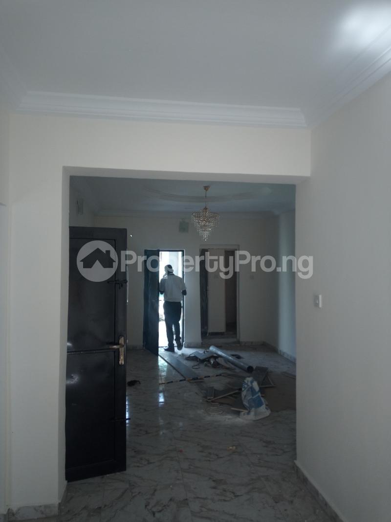3 bedroom Flat / Apartment for rent DOWN  OLUFEMI BY OGUNLAUNA DRIVE , SURULERE Ogunlana Surulere Lagos - 10