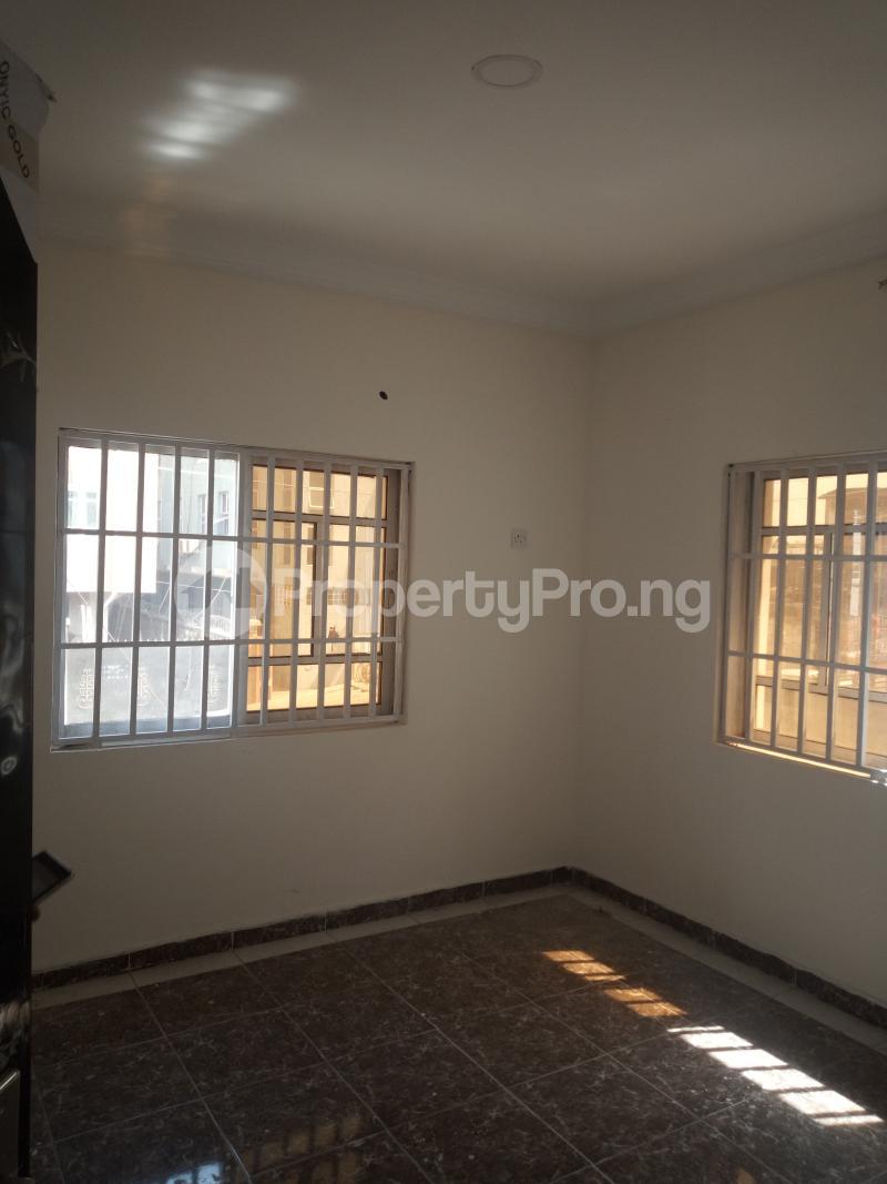 3 bedroom Flat / Apartment for rent DOWN  OLUFEMI BY OGUNLAUNA DRIVE , SURULERE Ogunlana Surulere Lagos - 11
