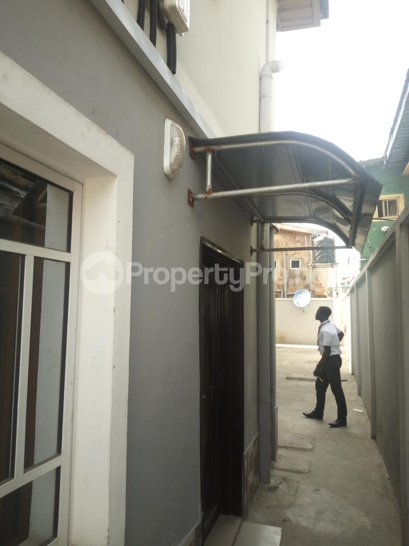 3 bedroom Flat / Apartment for rent DOWN  OLUFEMI BY OGUNLAUNA DRIVE , SURULERE Ogunlana Surulere Lagos - 4