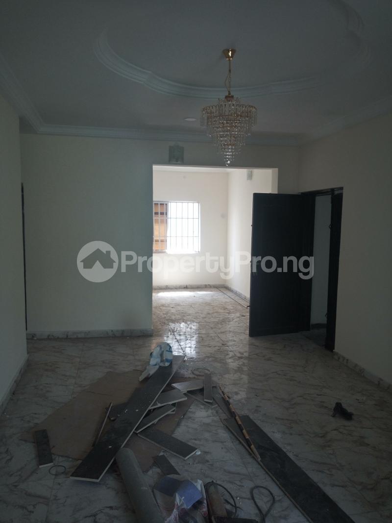 3 bedroom Flat / Apartment for rent DOWN  OLUFEMI BY OGUNLAUNA DRIVE , SURULERE Ogunlana Surulere Lagos - 19