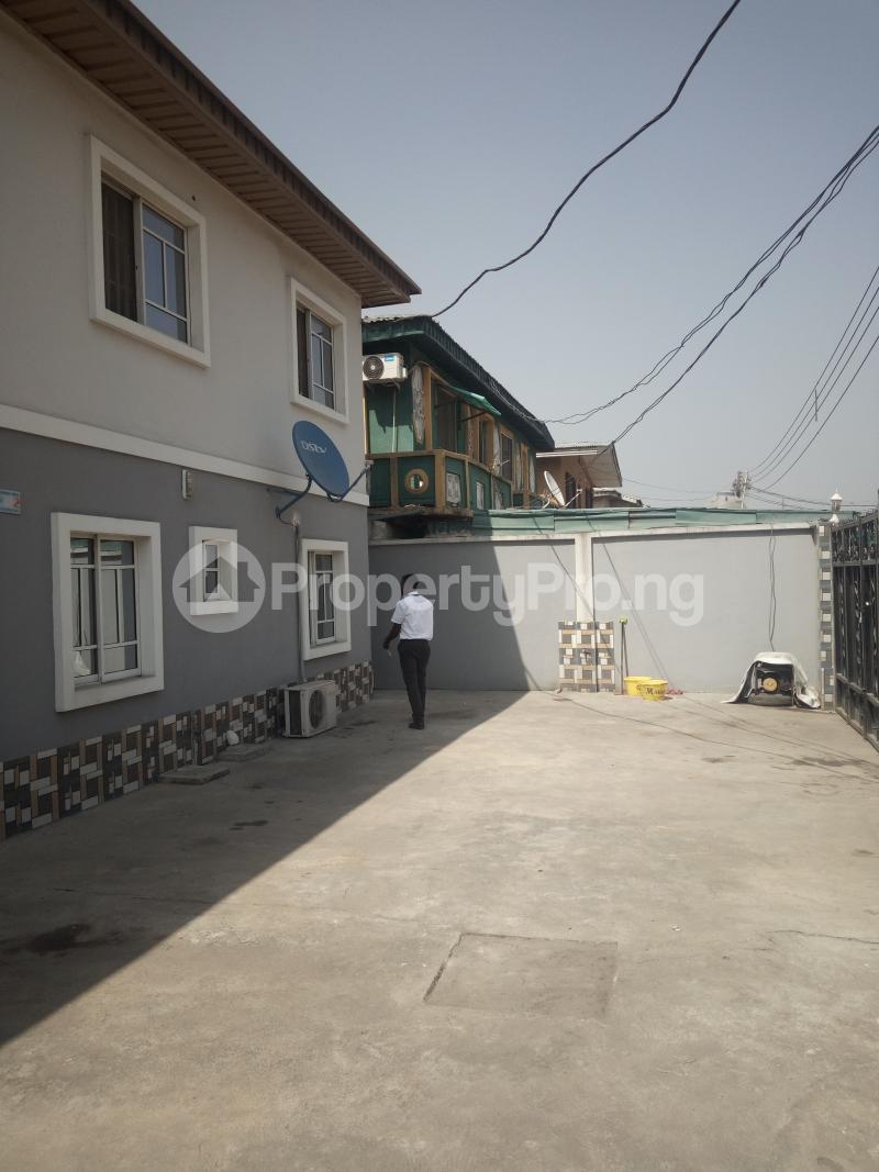 3 bedroom Flat / Apartment for rent DOWN  OLUFEMI BY OGUNLAUNA DRIVE , SURULERE Ogunlana Surulere Lagos - 1