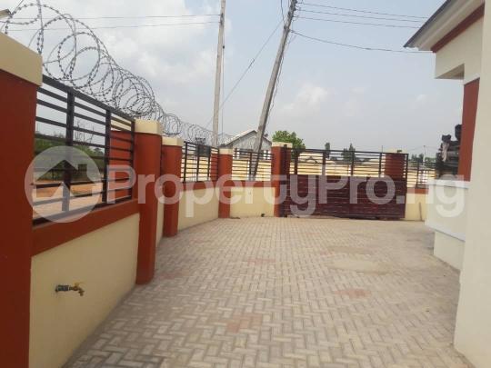 3 bedroom Bungalow for sale New GRA Transekulu Enugu state. Enugu East Enugu - 12