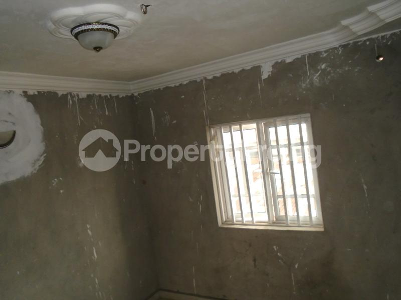 3 bedroom Blocks of Flats House for rent secure close at mangoro Mangoro Ikeja Lagos - 3