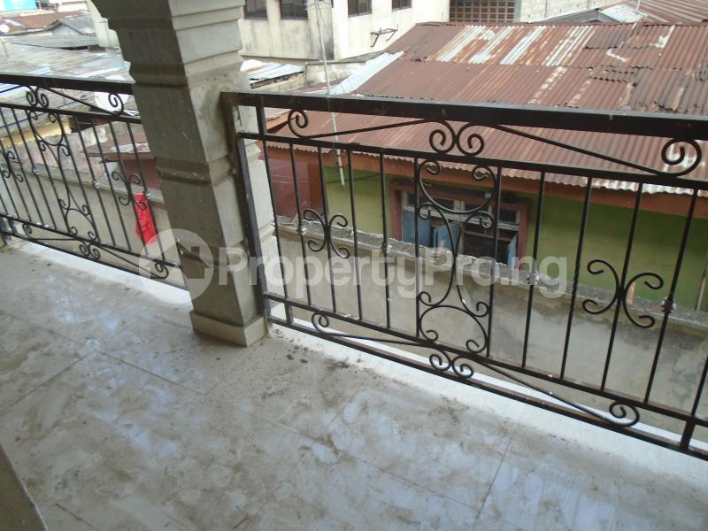 3 bedroom Blocks of Flats House for rent secure close at mangoro Mangoro Ikeja Lagos - 9