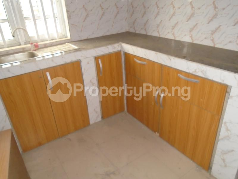 3 bedroom Blocks of Flats House for rent secure close at mangoro Mangoro Ikeja Lagos - 7